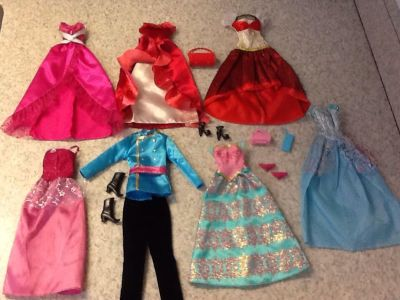 Clothes for Barbies 14 pcs in all. See additional pics.