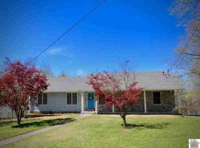 362 Peninsula Drive Eddyville, This Three BR/Three BA home