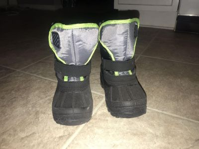 Toddler snow boots size 8