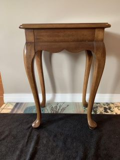Wooden side table with pullout shelf