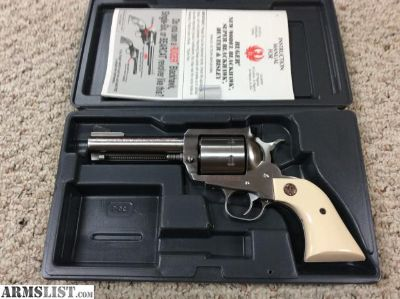 For Sale: RUGER NEW BLACKHAWK STAINLESS IN 44 MAGNUM, 4 5/8 INCH BARREL. MAKE OFFER