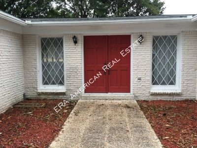 Single-family home Rental - 8 Country Club Road