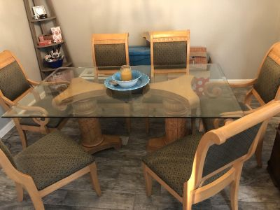 **Excellent Condition! Glass Dining Table with 6 Chairs
