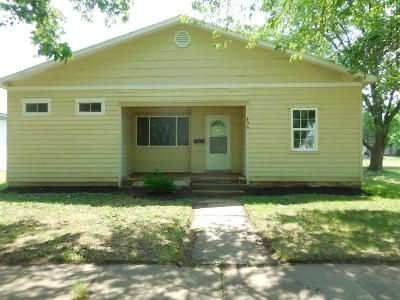 3 Bed 1 Bath Foreclosure Property in Herington, KS 67449 - S C St