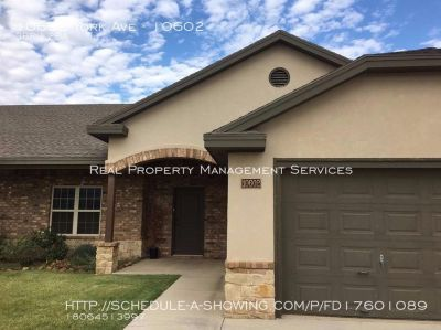 Gorgeous 3/2 Duplex in South Lubbock