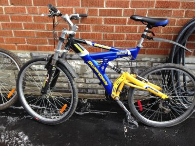 SUPERCYCLE HOOLIGAN DOWNHILL MOUNTAIN BIKE with 2 SETS OF NEW TIRES