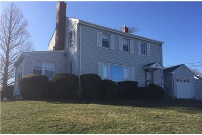 House for rent in Narragansett. Washer/Dryer Hookups!