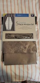 New 5 piece curtain set