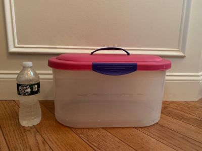 Sterilite storage container with clip top