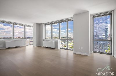 2 bedroom in Manhattan