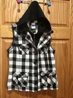 Maurices, Black/White Hooded Zip/Button Vest with front pockets, Size medium. Can wear buttoned or just zipped. Slide to see the unbuttoned