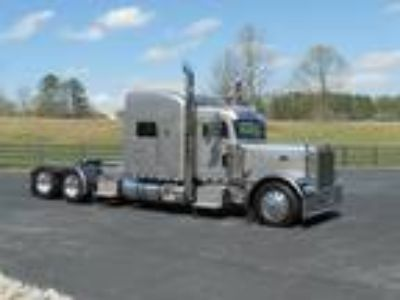 Used 2002 Peterbilt 379EXHD for sale.