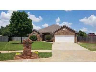 3 Bed 2 Bath Foreclosure Property in Mustang, OK 73064 - W Pines Way