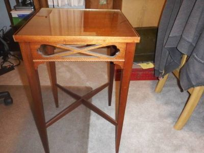 VINTAGE SIDE/END TABLE WITH GLASS TOP