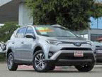 2017 Toyota RAV4 Hybrid XLE Sunroof, Smart Key & Alloy Wheels