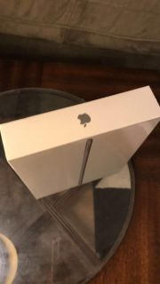 IPad 5th Generation 32G Wi-fi 9.7 inches -Space Gray