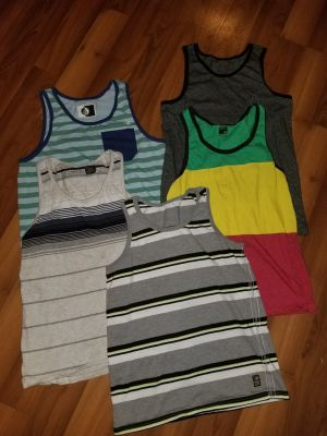 Men's small Tank lot all in guc
