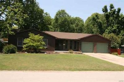 63 Oaklawn Drive Granite City Three BR, Like being on vacation!