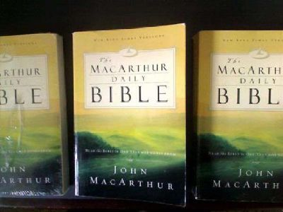 $5 The MacArthur Daily Bible: Read the Bible in One Year, with Notes from