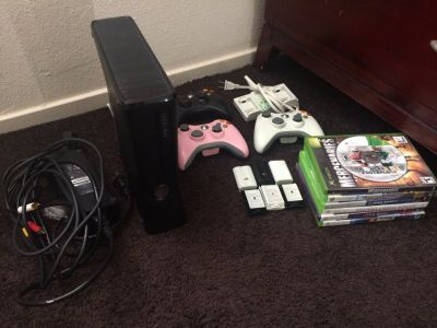 Xbox 360 Slim 250gb (Black) w/ 6 games + 3 controllers