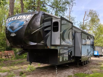 2015 Heartland Cyclone HD Edition Toy hauler HD-3800