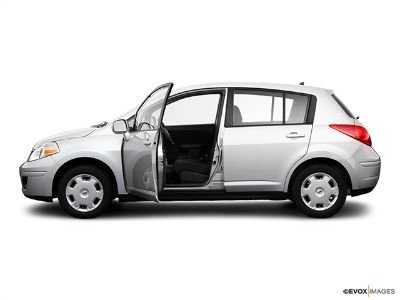 2009 Nissan Versa 1.8 S (Fresh Powder)