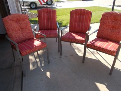 4 cushioned patio chairs