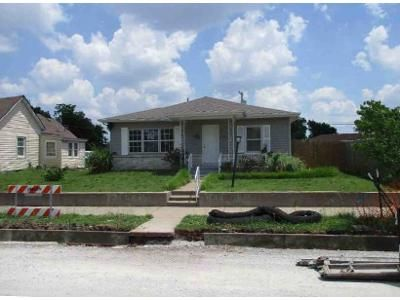 3 Bed 2 Bath Foreclosure Property in Joplin, MO 64804 - Annie Baxter Ave