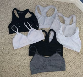 $5: Girls sports bras sizes 30/32 (medium)