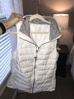 White puffy vest! Excellent condition!