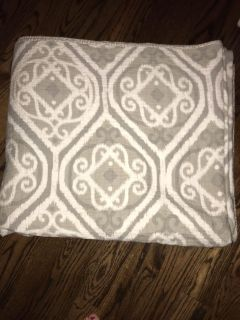 King Quilt, Excellent Used Condition, stayed at the bottom of the bed!