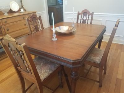 Antique table with 5 chairs. Solid wood
