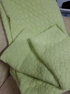 Queen size cotton quilt and 2 standard shams