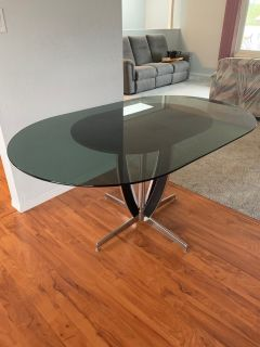 Glass dining table 6 seater asking $75