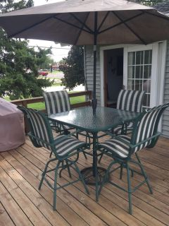 4 chair Patio set with Glass Table &newer umbrella