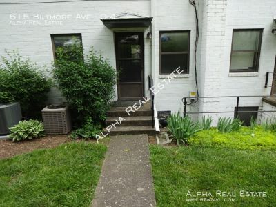 Corner unit 2 story Townhome close to everything Asheville!
