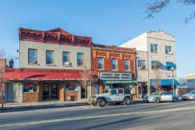 **LARGE Store Front COMMERCIAL SPACE FOR RENT ***