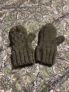 Like new lined mittens 5-7 years