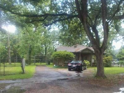 3 Bed 2 Bath Foreclosure Property in Beaumont, TX 77703 - Woodlawn St