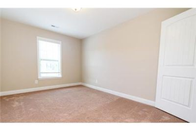 $1,595/mo \ Zebulon \ 3 bedrooms - convenient location.