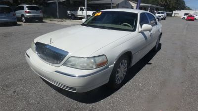 2006 Lincoln Town Car Signature (White)