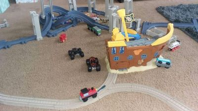 Train track with pirate ship & lots of accessories