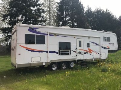 By Owner! 2005 42 ft. Monaco Coach Toy Hauler 5th Wheel Model: 37CK DUNE CHASER