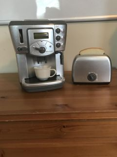 Deluxe coffeemaker and toaster