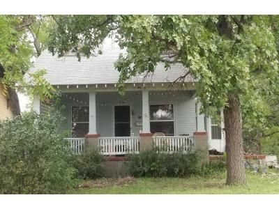 2 Bed 1.0 Bath Preforeclosure Property in Abilene, KS 67410 - NE 9th St