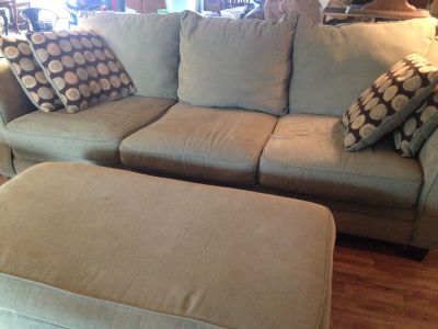 Sofa bed & loveseat w/ ottoman & 8 accent pillows