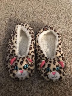 Girls slippers - fits size 3-4 - have grippy bottoms