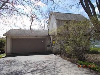 2 Bed 1 Bath Foreclosure Property in Cary, IL 60013 - Park Ave