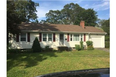 North Kingstown Great Location large yard
