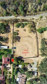 28052 Dalmatian Silverado, Beautiful back lot over an acre